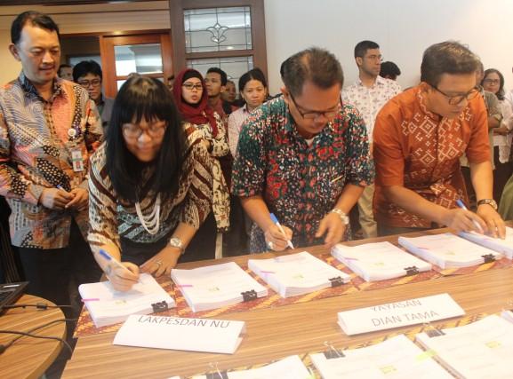 Perjanjian Hibah antara MCAI dengan Konsorsium Kemala Ditandatangani